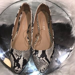 Madden Girl [NWOT] Pointed Toe Flats
